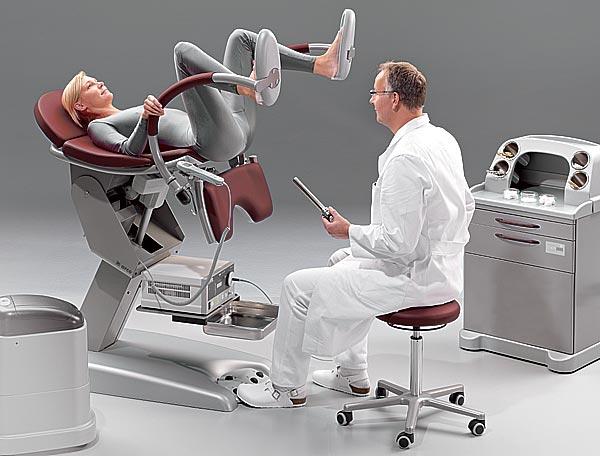 в генекологическом кресле